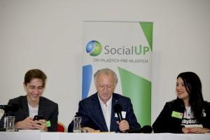 Otvorenie konferencie - Na fotografii je Martin Mlynár, predseda o.z. SocialUp, Fernand de Varennes - mimoriadny vyslanec OSN pre menšinové záležitosti a Alessandra Coppola - zástupca vedenia No Hate Speech Network